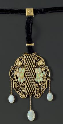 Pendant with velvet band, 1915